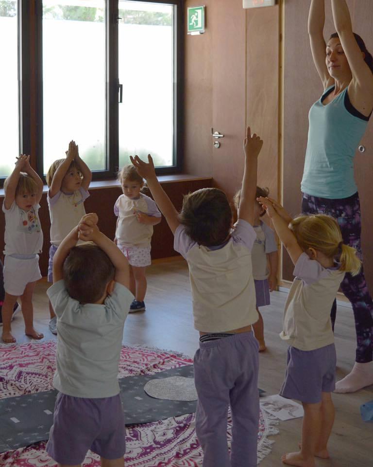 Yoga xa los chiquets, amb Isabella y Lola